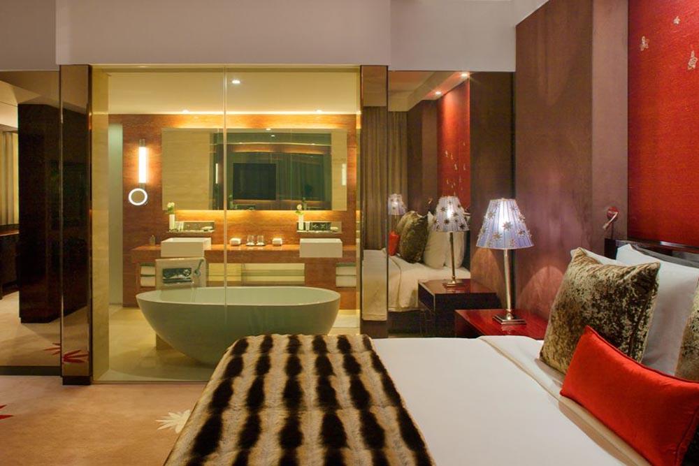 کاربرد شیشه هوشمند در حمام هتل ها